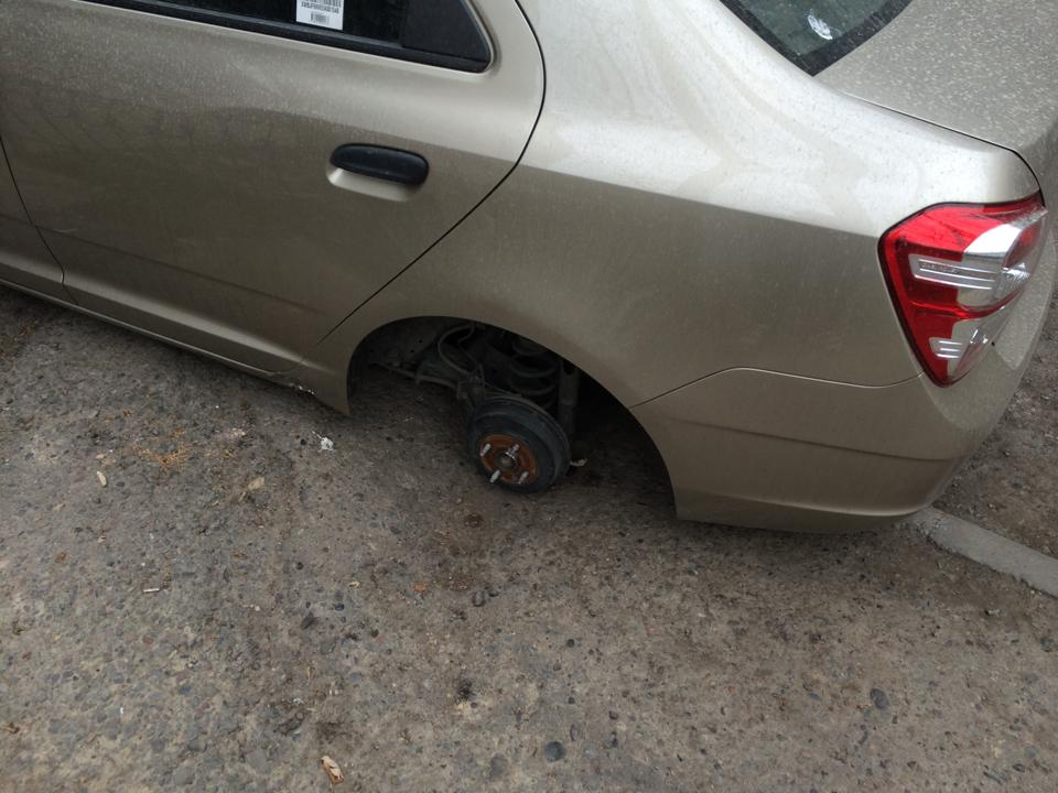 В Ташкенте украли колеса от автомобиля
