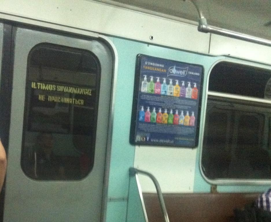 Уч йиллик танаффусдан сўнг Тошкент метроси вагонларига тижорат рекламаси қайтди