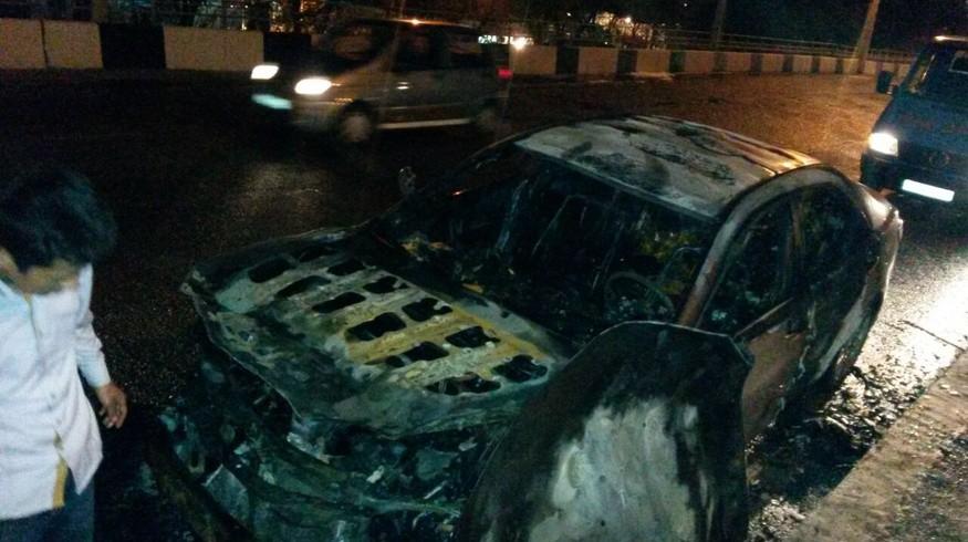 На Юнусабаде на ходу загорелось авто