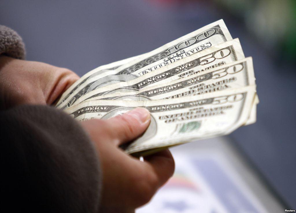 Объем денежных переводов в Узбекистан из России сократился на 12%