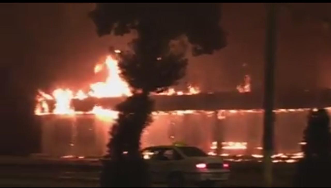 В Ташкенте произошел пожар на автобусной остановке (видео)