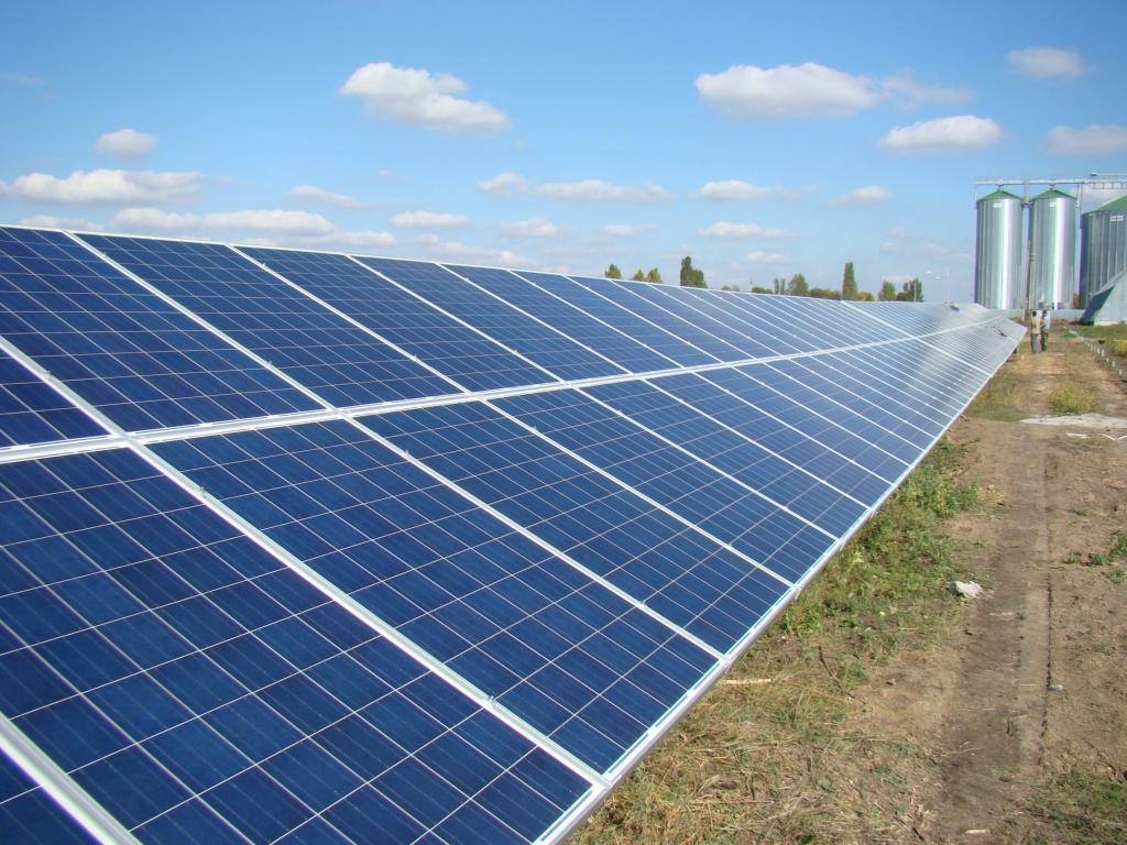 В Самаркандской области строится солнечная электростанция