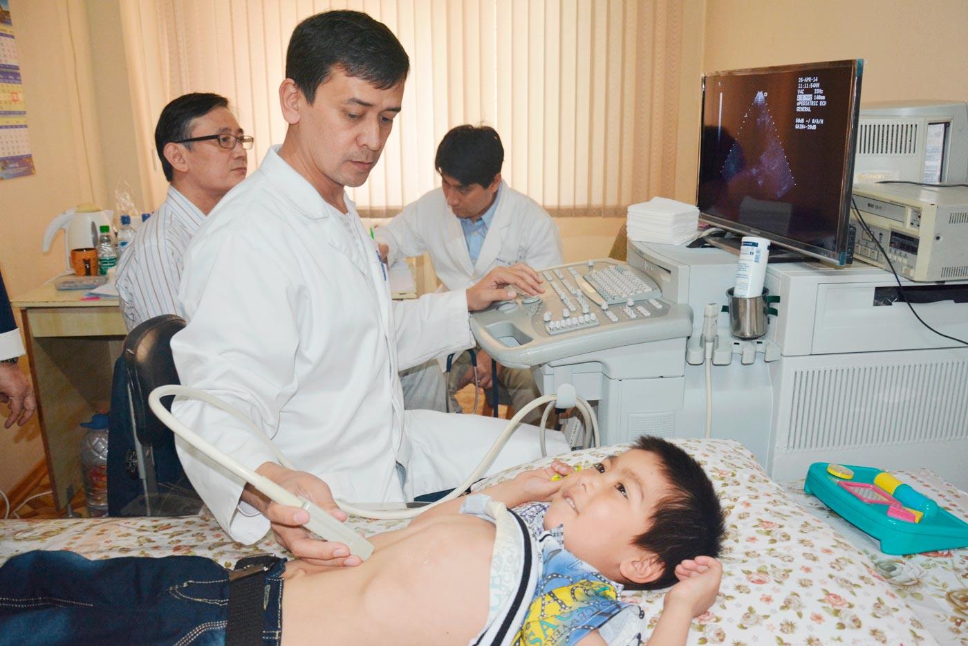 6 детей из Узбекистана отправятся на операцию сердца в Южную Корею