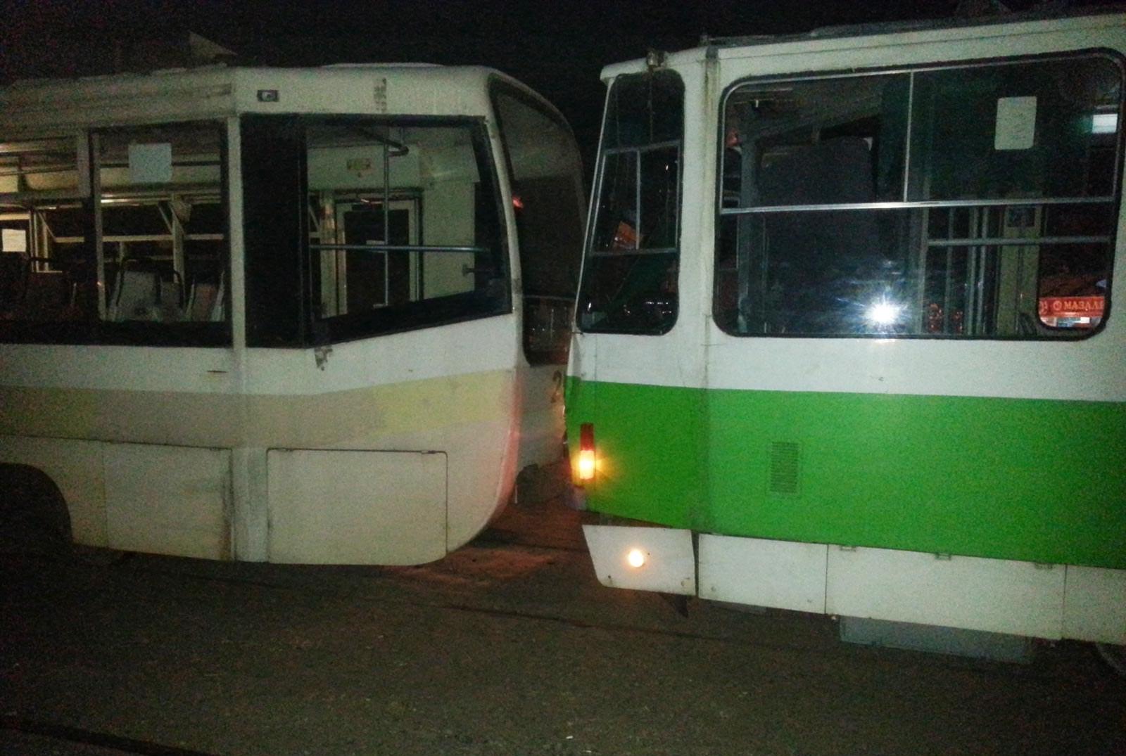 Тошкентда учта трамвай иштирокида йўл-транспорт ҳодисаси юз берди (фото)