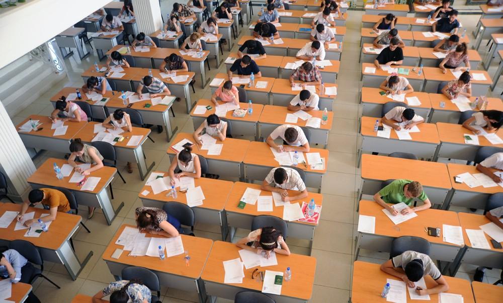 В филиале МГУ им. М. В. Ломоносова в Ташкента начались экзамены (фото)