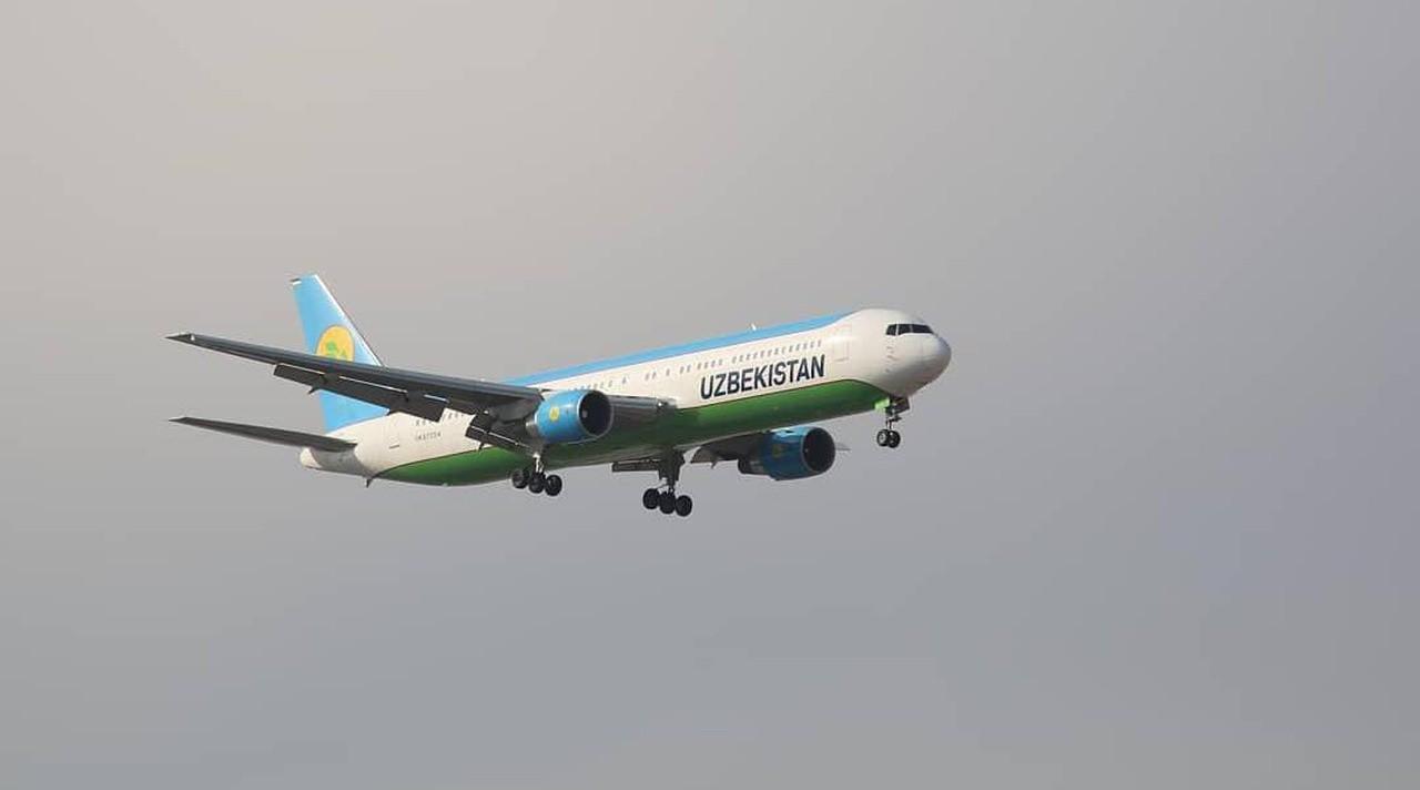 Самолет НАК совершил экстренную посадку в Самарканде