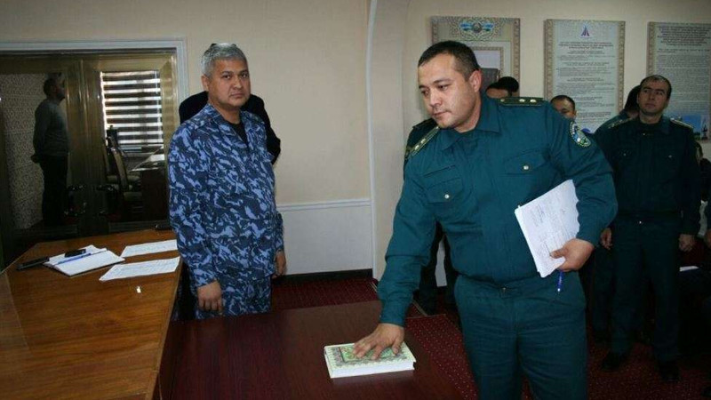 Милиционеры в Ташобласти поклялись на Коране не брать взятки