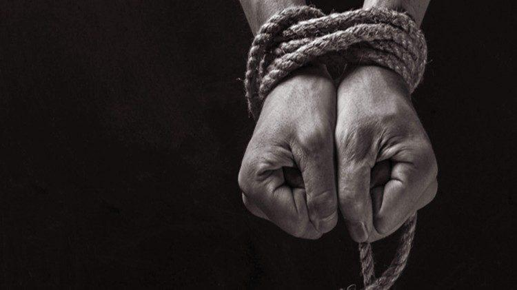 Как гражданские инициативы помогают в борьбе с торговлей людьми?
