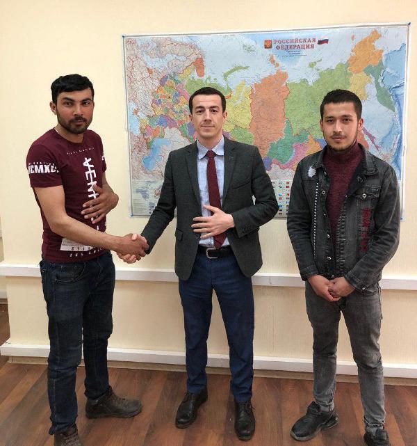 Мигрантам из Узбекистана помогли получить зарплату «зажатую» работодателями