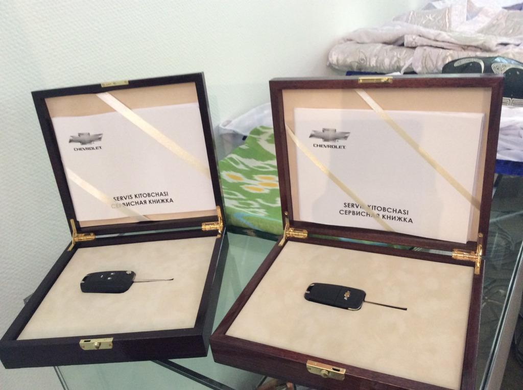 Президент Ислам Каримов подарил Равшану Ирматову и Абдухамидулло Расулову автомобили