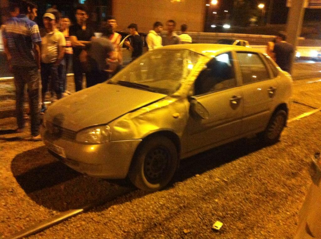 В Ташкенте автомобиль вылетел на трамвайную линию (фото)