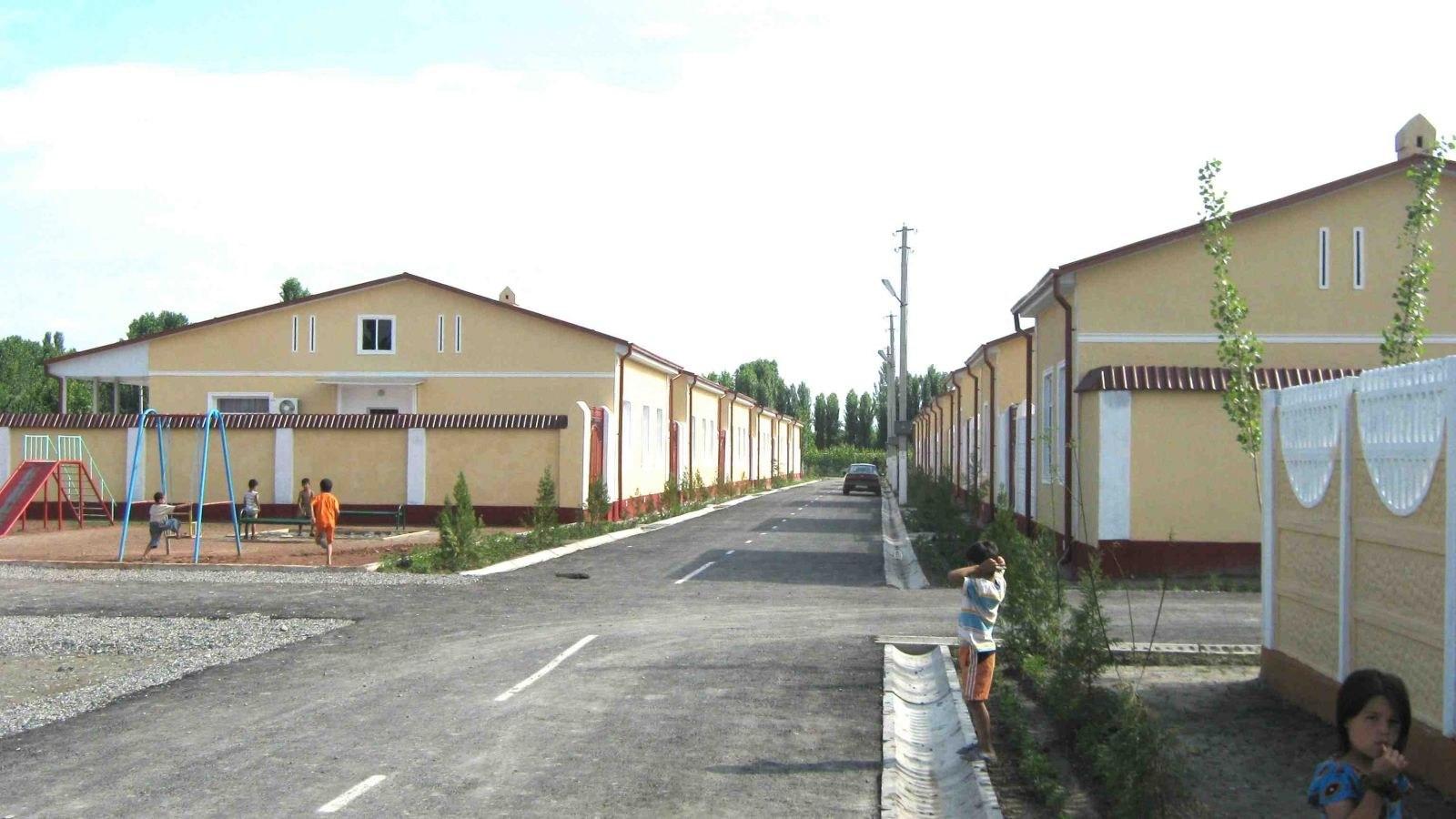 В Узбекистане за 6 месяцев построили 4486 типовых домов на селе