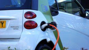Для электромобилей могут выделить отдельные парковочные места