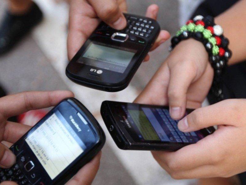 Больше половины жителей Узбекистана пользуются сотовой связью