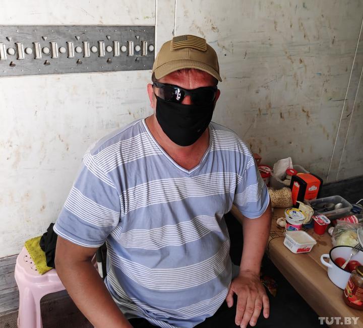 «Помощи уже не ждем». Как белорусские дальнобойщики несколько месяцев живут на афгано-узбекской границе