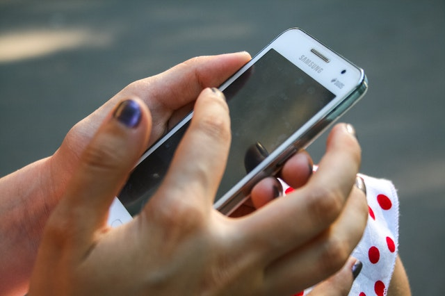 Карантин даврида аёлларга ёрдам бериш учун ишонч телефони ишга туширилди