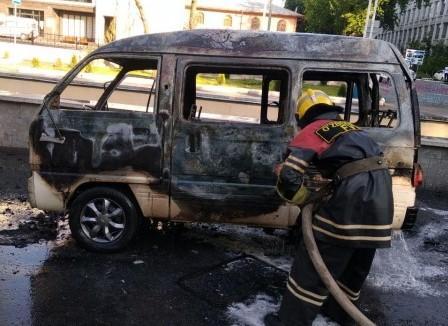 В Чиланзарском районе Ташкента загорелся Damas