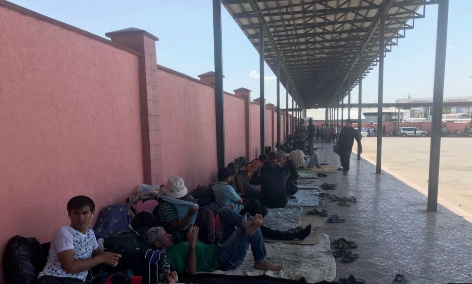 Застрявшие на казахско-узбекской границе граждане Таджикистана доставлены домой