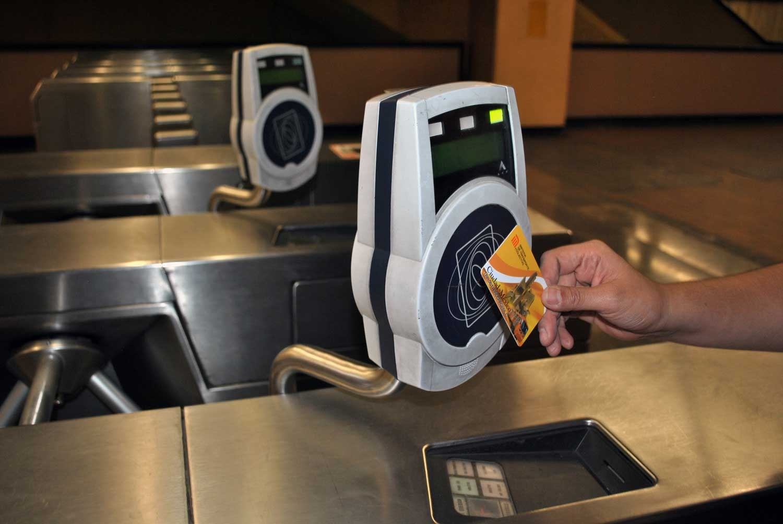 В Ташкентском метро начали устанавливать терминалы электронной оплаты