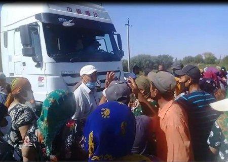 Жители Каракалпакстана перекрыли трассу Нукус-Ташкент из-за нехватки воды