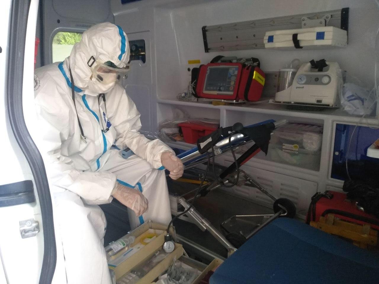 «Нас отправляют на войну с вирусом без средств защиты»: фельдшер «скорой помощи» о работе в период пандемии