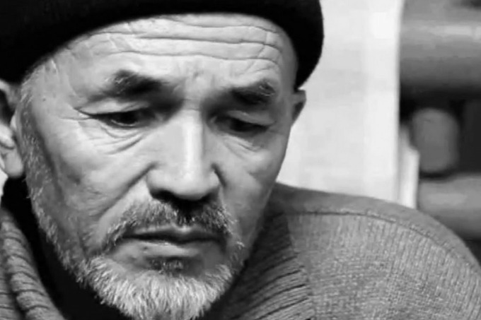 Тело Азимжана Аскарова перевезли для похорон в Узбекистан (дополнено)