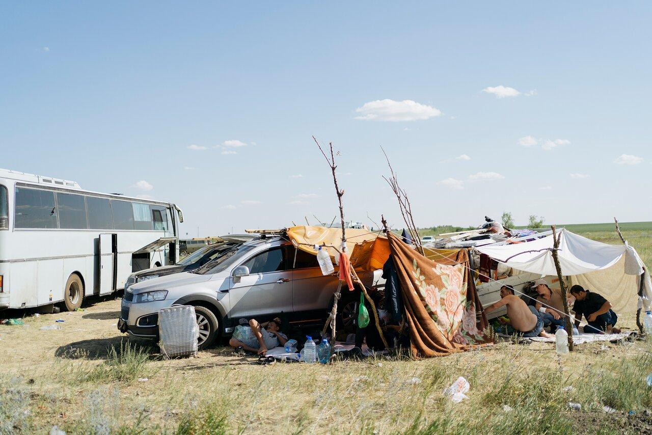 В палаточном лагере в Самарской области вновь собралось более трех тысяч мигрантов из Узбекистана