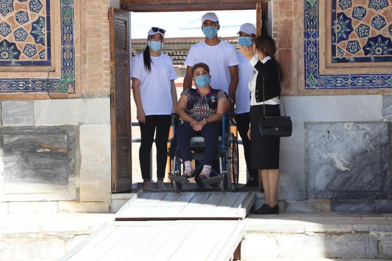 В Самарканде изучили условия для людей с инвалидностью на туристических объектах