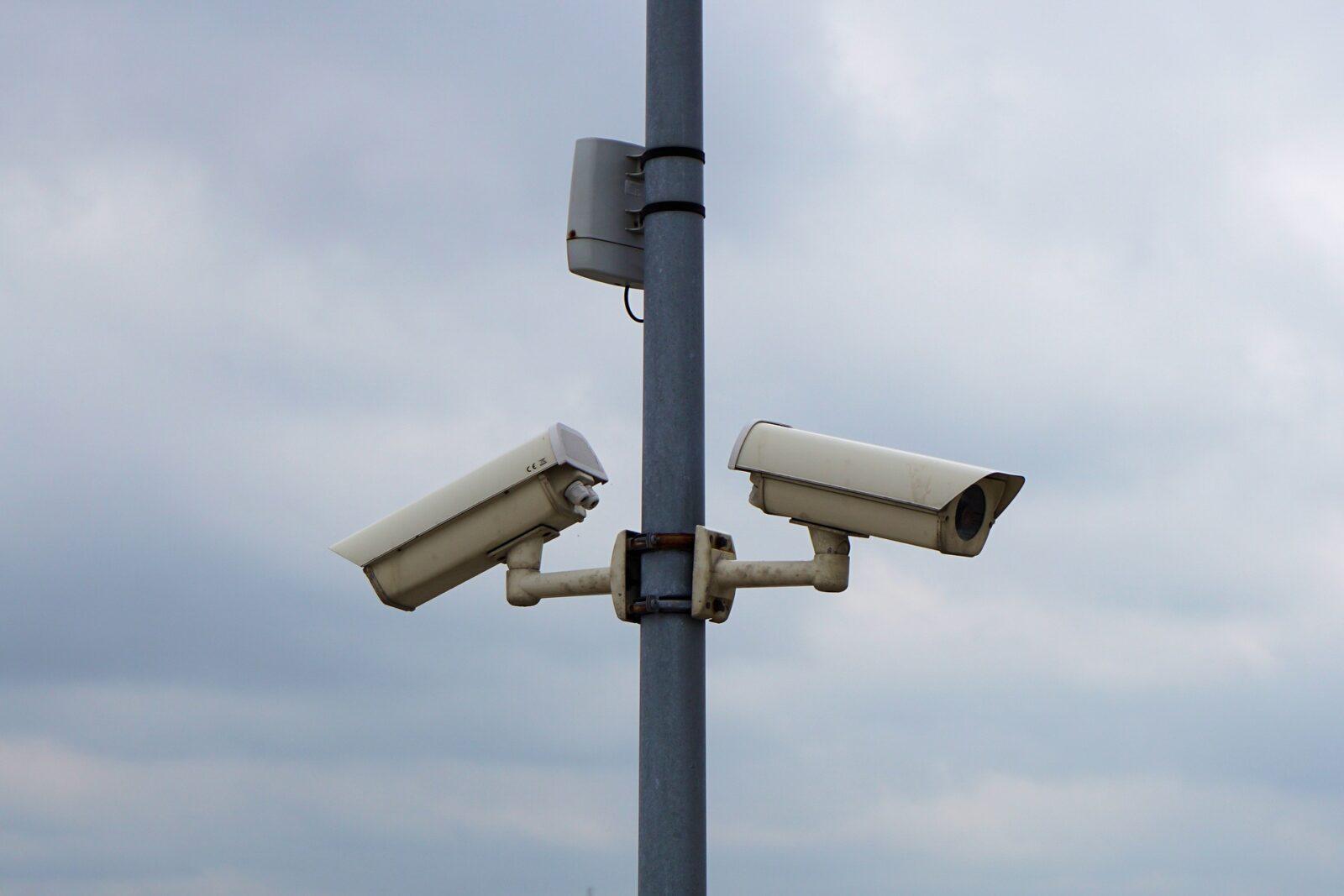 В Ферганской области людей без масок в общественных местах вычислят с помощью камер наблюдения