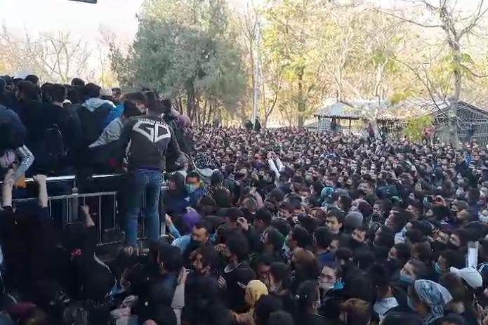 В хокимияте Ташкентской области объяснили толчею у АГМК