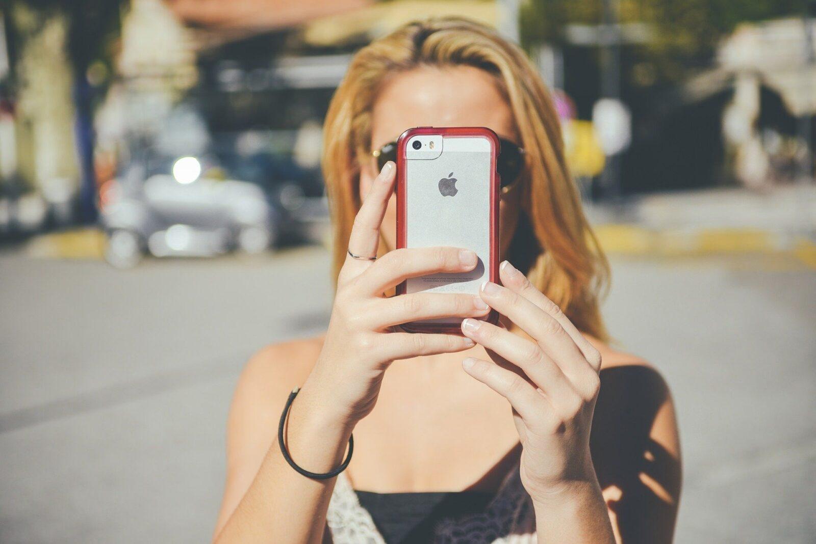 Нарушения ПДД разрешат фиксировать на мобильные телефоны со следующего года