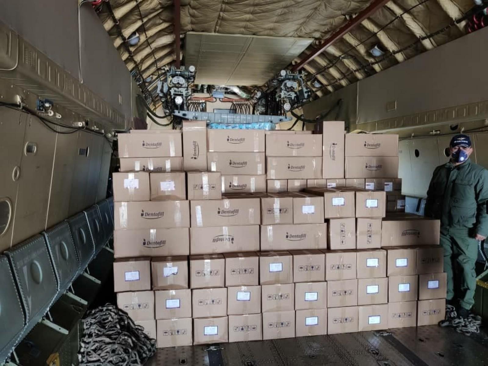 Кыргызстану передали гуманитарный груз из Узбекистана