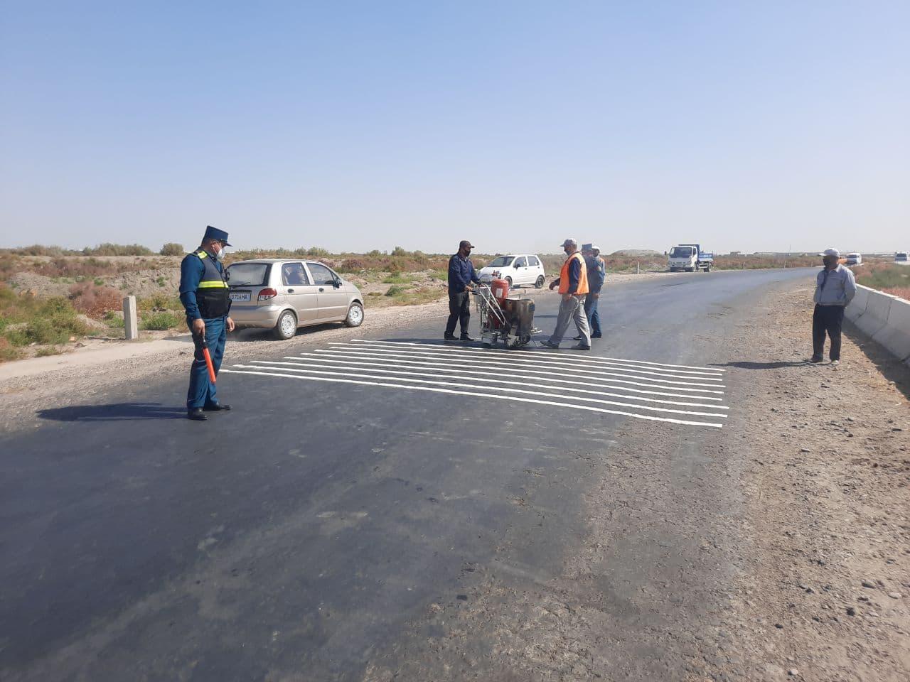 По всей республике на дорогах начали наносить шумовые полосы