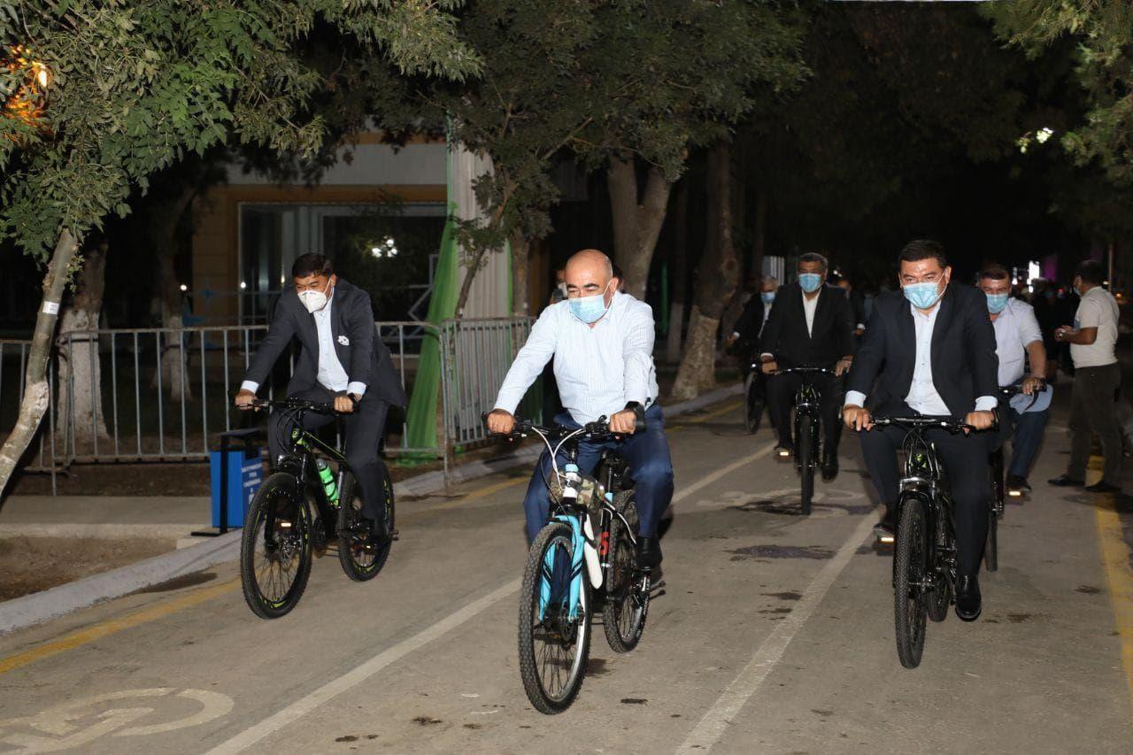 Хоким Кашкадарьинской области обязал чиновников по субботам передвигаться на велосипедах