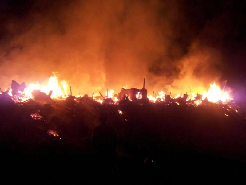 В Ташкенте загорелся еще один базар – «Тахта бозор»