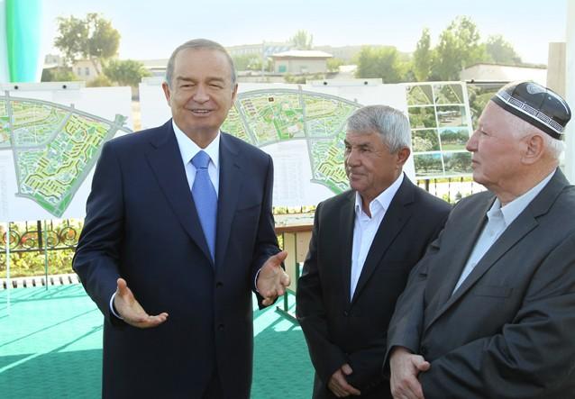 Ўзбекистон Президенти пойтахтдаги янги кўприк ва йўллар қурилиши билан танишди