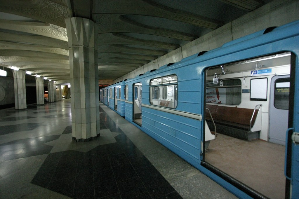В вагонах ташкентского метро установлены видеокамеры