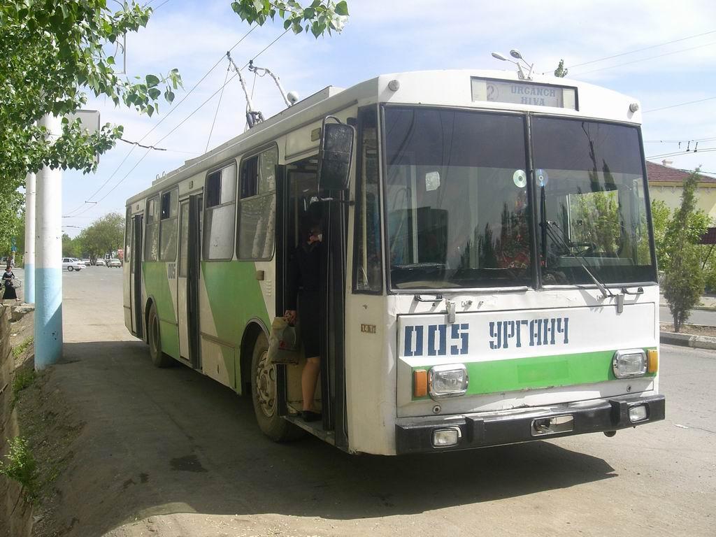 Из Ургенча в Хиву - троллейбусом. А скоро и вокруг Ургенча