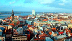 Обладатели дипломатических паспортов могут летать в Латвию без визы