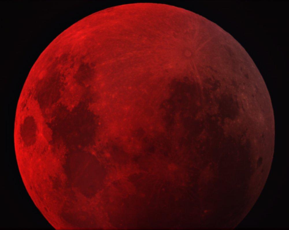 Жители Земли увидят «Кровавую Луну»