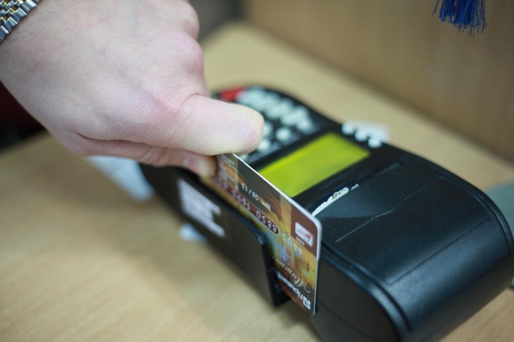 Андижонда пластик карточкадан «устама» оладиган сотувчилар борлиги аниқланди