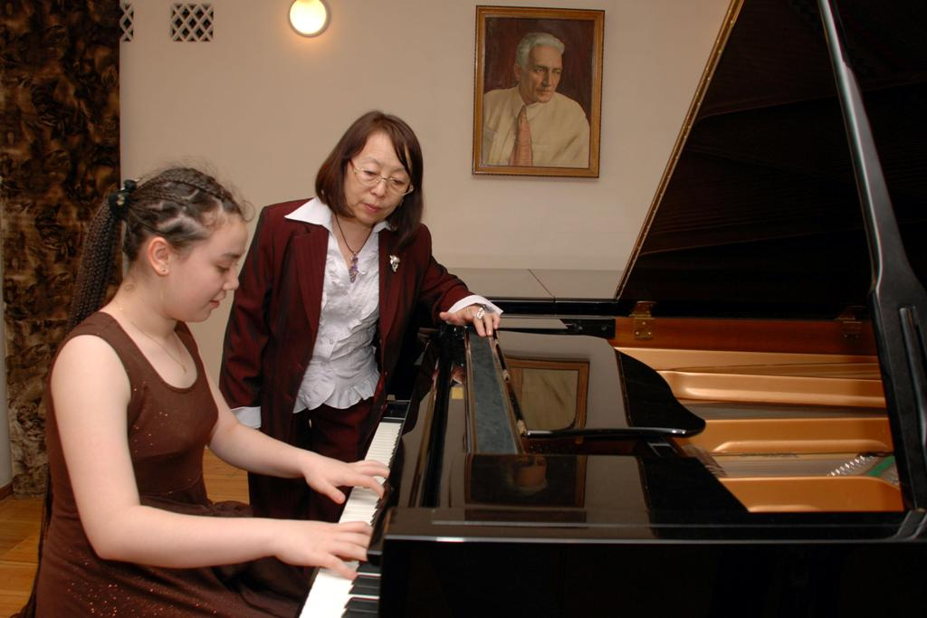 Учителей музыки и искусства в Узбекистане будут поощрять надбавками за успешное выступление учеников
