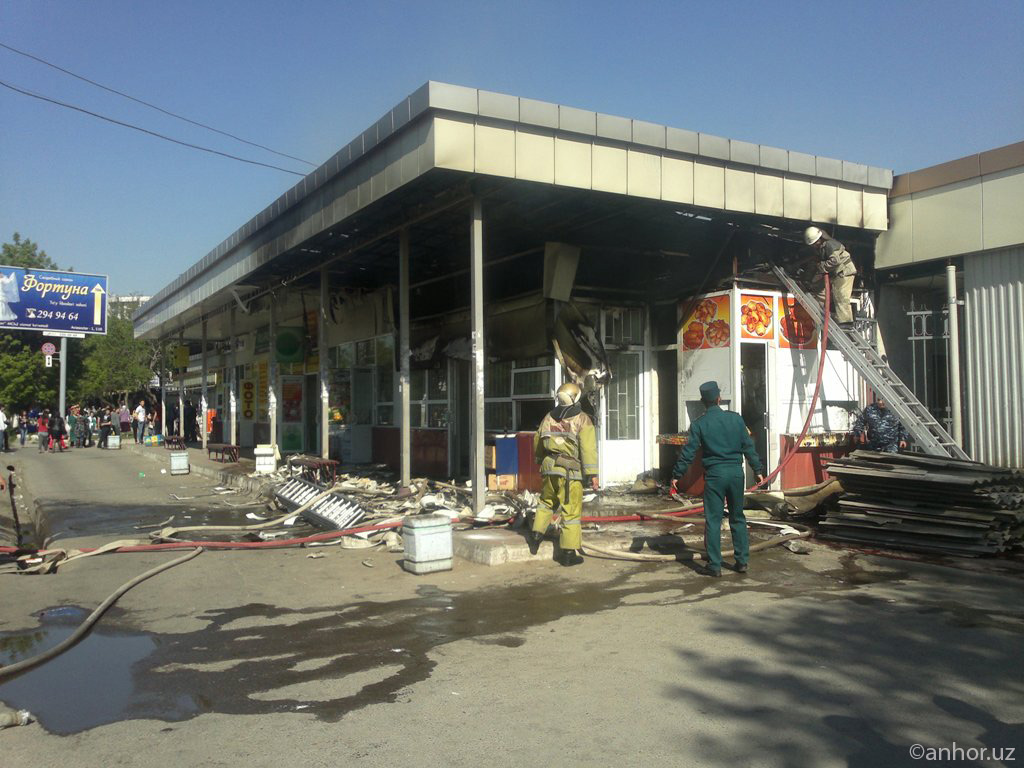 Пожар на рынке Кадышева в Ташкенте (фото)