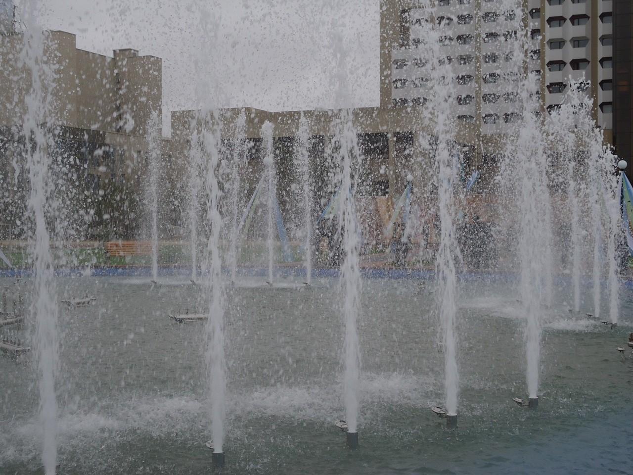 «Сухие фонтаны» торжественно открыты (фото)