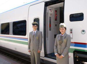 Ислам Каримов наградил 40 работников сферы железнодорожного транспорта