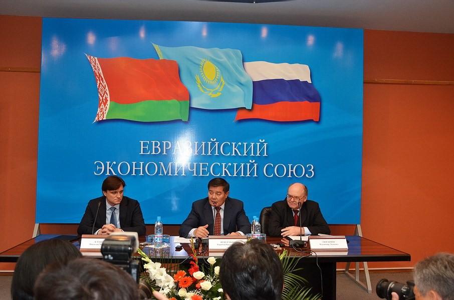 Узбекистан начинает консультации об интеграции с Евразийским экономическим союзом