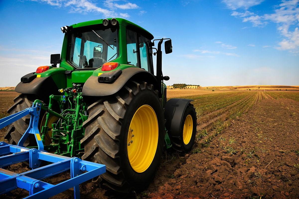В Узбекистане выдали патент на универсально-пропашной трактор