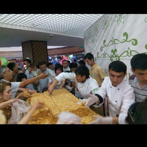 В Ташкенте изготовили чак-чак весом в 307 кг