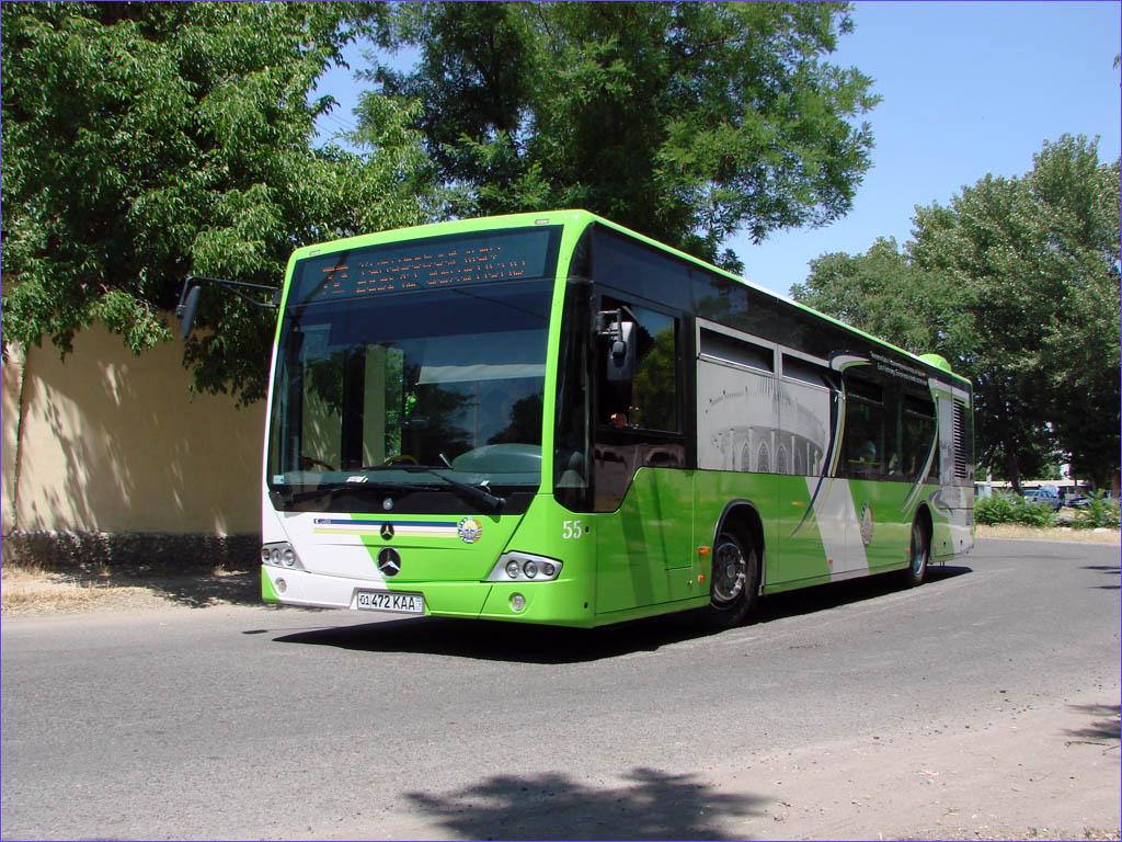 В Ташкенте автобус врезался в здание МВД