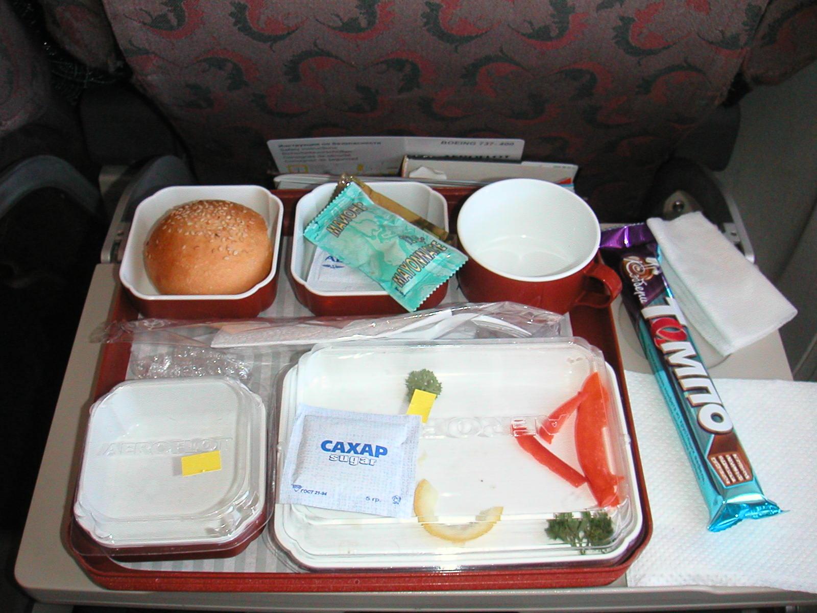 Российским авиакомпаниям разрешили не кормить пассажиров